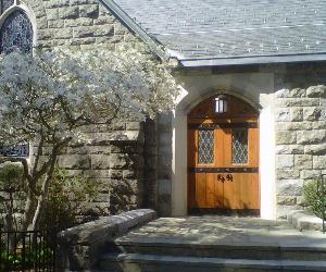 church-entrance-with-dogwood